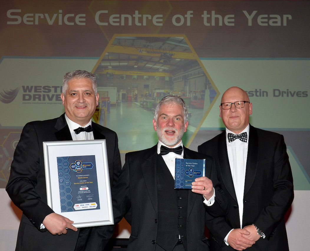 Michael Limb collects Service Centre of the Year award at AEMT gala dinner.
